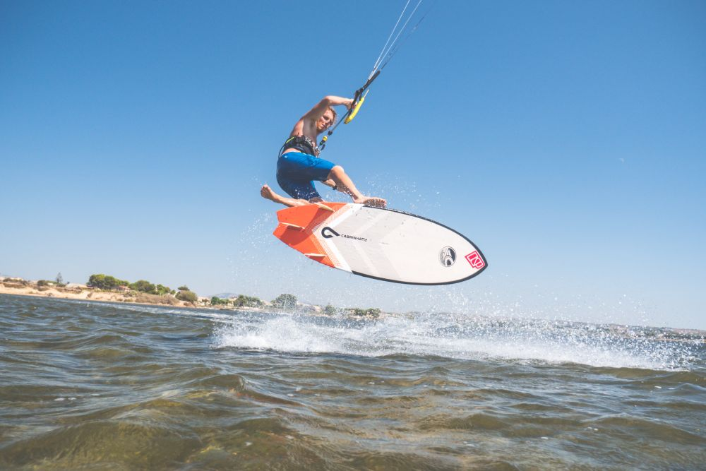 16 basic moves on strapless surfboard with Alby Rondina
